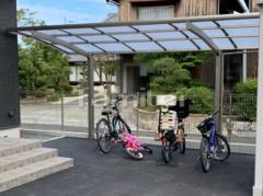 施工例画像:自転車バイク屋根 LIXILリクシル ネスカR 駐輪場屋根 サイクルポート R型アール屋根 着脱式サポート柱