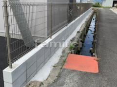 施工例画像:メッシュフェンス LIXILリクシル ハイグリッドN8型 CBブロック積み