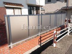 施工例画像:目隠しフェンス塀 YKKAP シンプレオP1型 採光パネル 2段支柱 上段のみ
