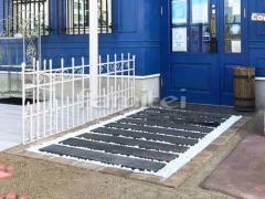 施工例画像:玄関前アプローチ 化粧砂利敷き 見切りレンガ ユニソン ソイルレンガ
