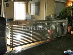 施工例画像:手動跳ね上げ式門扉 LIXILリクシル ワイドオーバードアS3型 横2台用 アップゲート