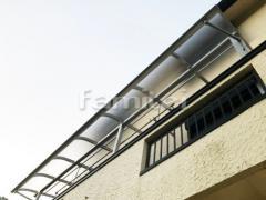施工例画像:ベランダ屋根 YKKAP ソラリアF 2階用 F型フラット屋根 連棟 物干し