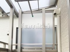 施工例画像:ベランダ屋根 LIXILリクシル スピーネ 2階用 F型フラット屋根 物干し 目隠しパネル(側面 サイド)
