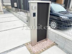 施工例画像:機能門柱 YKKAP ルシアスウォールM05型 縁石ライン ピンコロ石 化粧砂利敷き