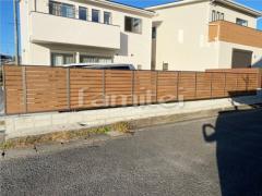 施工例画像:目隠しフェンス塀 LIXILリクシル 木製調AB YS3型 横スリット3
