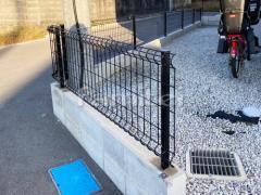 施工例画像:境界フェンス塀 メッシュフェンス LIXILハイグリッドUF8型