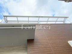 施工例画像:ベランダ屋根 YKKAP ソラリアR 2階用連棟 R型アール屋根