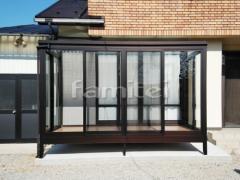 施工例画像:ガーデンルーム YKKAP ソラリア F型フラット屋根 テラス囲い サンルーム 網戸(正面 両面)