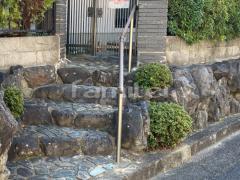 施工例画像:玄関ポーチ手摺り(手すり) LIXILリクシル グリップライン ハツリ部分 モルタル補修