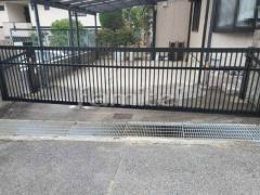 施工例画像:電動跳ね上げ式門扉 LIXILリクシル ワイドオーバードアS2型 横2台用 アップゲート 既存オーバードア解体撤去