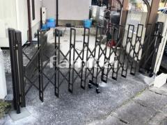 施工例画像:伸縮門扉 LIXILリクシル セレビューMA型 片開きタイプ アコーディオンゲート 既存ゲート解体撤去
