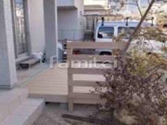 施工例画像:人工木材ウッドデッキ LIXIL樹ら楽ステージ 木製調目隠しフェンス塀