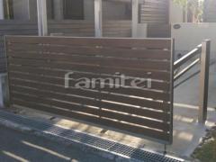 施工例画像:木製調電動跳ね上げ式門扉 LIXILリクシル オーバードアS5型 1台用 アップゲート
