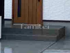 施工例画像:玄関アプローチ階段 床タイル貼り LIXILリクシル コンテ 300角