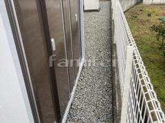 施工例画像:犬走り 防犯砂利敷き バラス砕石 防草シート加工