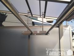 施工例画像:ベランダ屋根 LIXILリクシル スピーネ 2階用 F型フラット屋根 物干し(標準吊下げ)