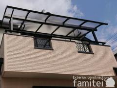 施工例画像:ベランダ屋根 YKKAP ソラリアテラス屋根 2階用 R型アール屋根 物干し(標準吊下げ)