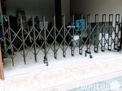 施工例画像:伸縮門扉 LIXILリクシル セレビューMA型 片開きタイプ アコーディオンゲート