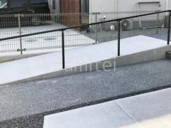 施工例画像:スロープ 土間コンクリート バリアフリー 段差ステップ解消 手摺り(手すり) LIXIL グリップライン