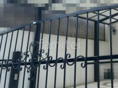 施工例画像:跳ね上げ門扉 土間 補修