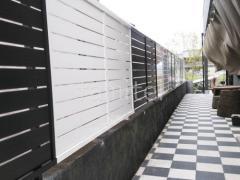 施工例画像:目隠しフェンス塀 LIXIL フェンスAB YS型