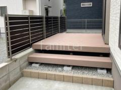 施工例画像:木製調 目隠しフェンス塀 LIXIL 人工木材ウッドデッキ