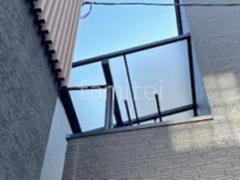 施工例画像:2階ベランダ屋 YKK ソラリアF アルミ形材 LIXIL AB YL3型 横ルーバー3