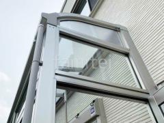 施工例画像:本体色 プラチナステン 屋根材 熱線遮断ポリカーボネート クリアマット ランマ付き