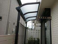 施工例画像:人工木デッキLIXIL 樹ら楽ステージ テラス屋根 前面パネル取付