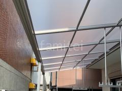 施工例画像:1階テラス屋根連棟 YKKソラリアF ヨド物置 エスモ 門扉 LIXIL AB YR3型