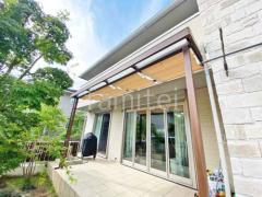 施工例画像:フル木製調雨除け屋根 LIXILシュエット1階