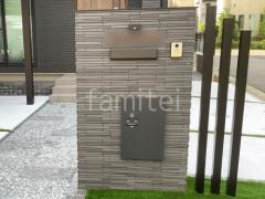 施工例画像:タイル貼り門柱 LIXIL ルミノス 宅配ボックス Panasonic コンボ ミドル 表札灯 TAKASHO ウォールライト10型 デザインアルミ角柱 デザイナーズパーツ