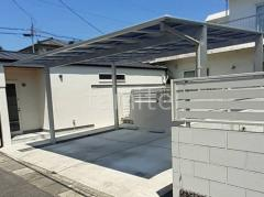 施工例画像:屋根材 熱線遮断ポリカーボネート アースブルー 本体色 ピュアシルバー