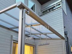 施工例画像:人工木ウッドデッキ YKKリウッドデッキ 雨除け屋根 LIXILスピーネ1階
