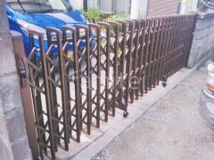 施工例画像:玄関門扉 YKKシンプレオ2型 伸縮門扉 レイオス3型 ペットガード