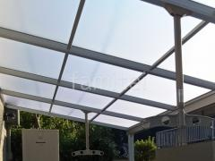施工例画像:屋根材 ポリカーボネート ト-メイマット 物干し