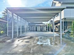 施工例画像:積雪カーポート YKKAP レオンポートneo 積雪50cm対応 折板屋根 横2台用(ワイド ツイン) F型フラット屋根 駐車場ガレージ床 土間コンクリート