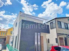 施工例画像:本体色 ピュアシルバー 屋根色 トーメイマット