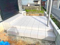 施工例画像:雨除け屋根 カーポート タイルデッキ