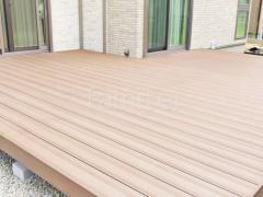 施工例画像:人工木材ウッドデッキ LIXIL木彫 樹ら楽ステージ
