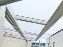 施工例画像:本体色 プラチナステン 屋根色 トーメイマット