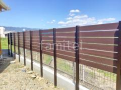 施工例画像:目隠しフェンス塀 F&F マイティウッドSライン