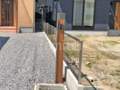 施工例画像:機能門柱 三協アルミ 木製調ファノーバ
