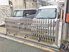 施工例画像:駐車場シャッター車庫 伸縮門扉