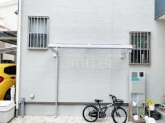 施工例画像:柱なし雨除け屋根 YKKソラリア1階