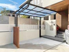 施工例画像:自転車バイク屋根 木製調デザインアルミ角柱