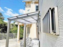 施工例画像:自転車バイク屋根 柱なし雨除け屋根