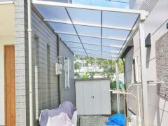 施工例画像:雨除け屋根 人工木材ウッドデッキ