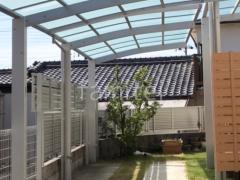施工例画像:カーポート YKKAP 人工木デッキ 1階テラス屋根 目隠し塀 LIXIL F&F