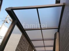 施工例画像:1階テラス屋根 YKKAP ソラリアF 門扉 片開き シンプレオ3型 横太格子